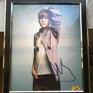 Autographed 2011 picture of Justin Bieber